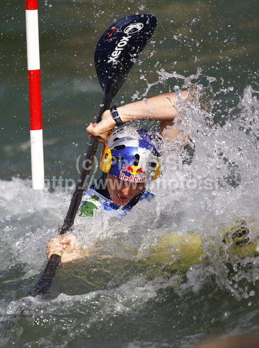 IMAGE: http://www.photo.si/img/sport/spo_kayak_20100912nw_04044.jpg