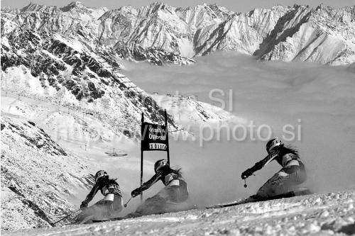 IMAGE: http://www.photo.si/img/sport/spo_skiing_20091024nw_00519.jpg